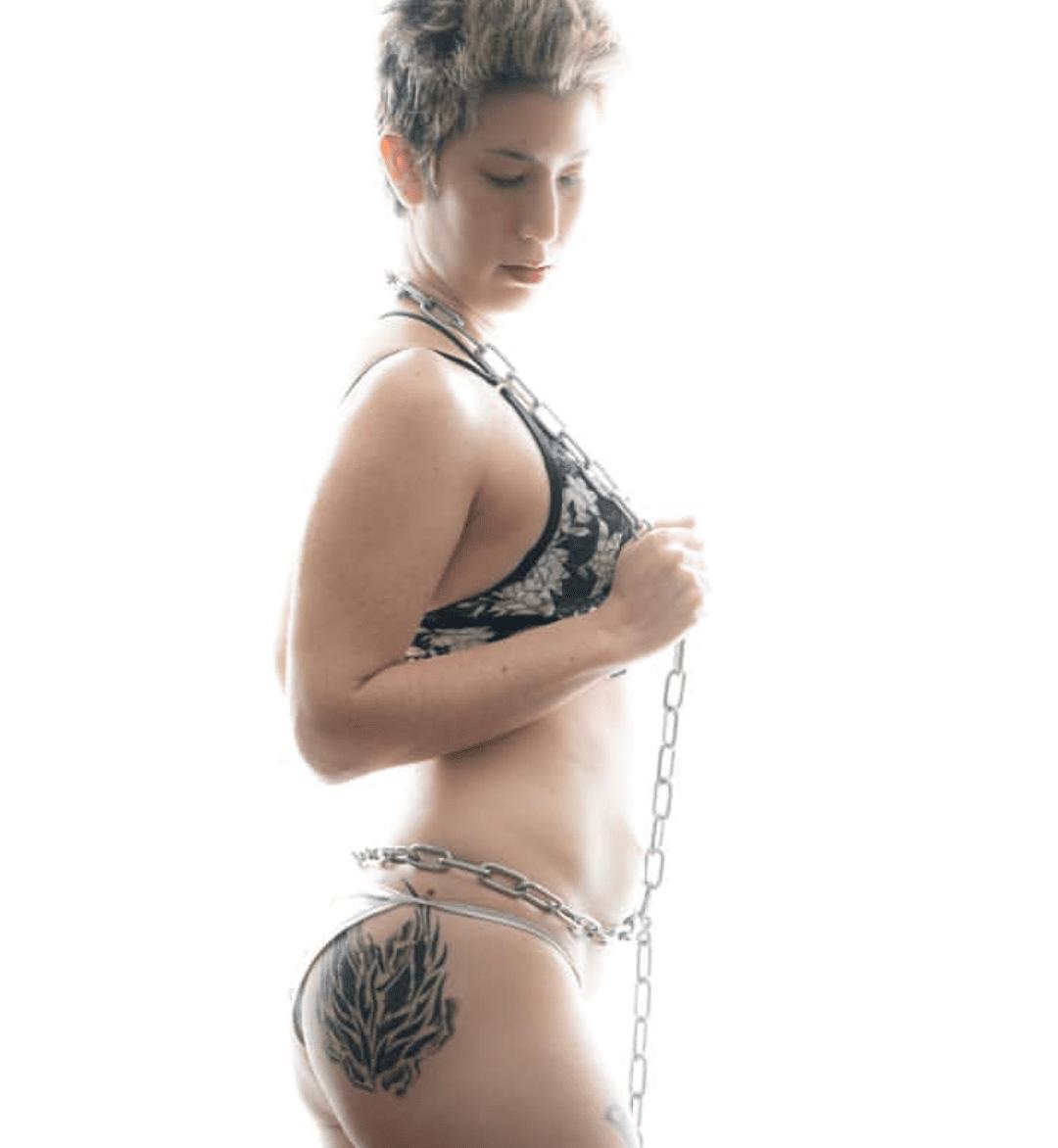 Leah female stripper